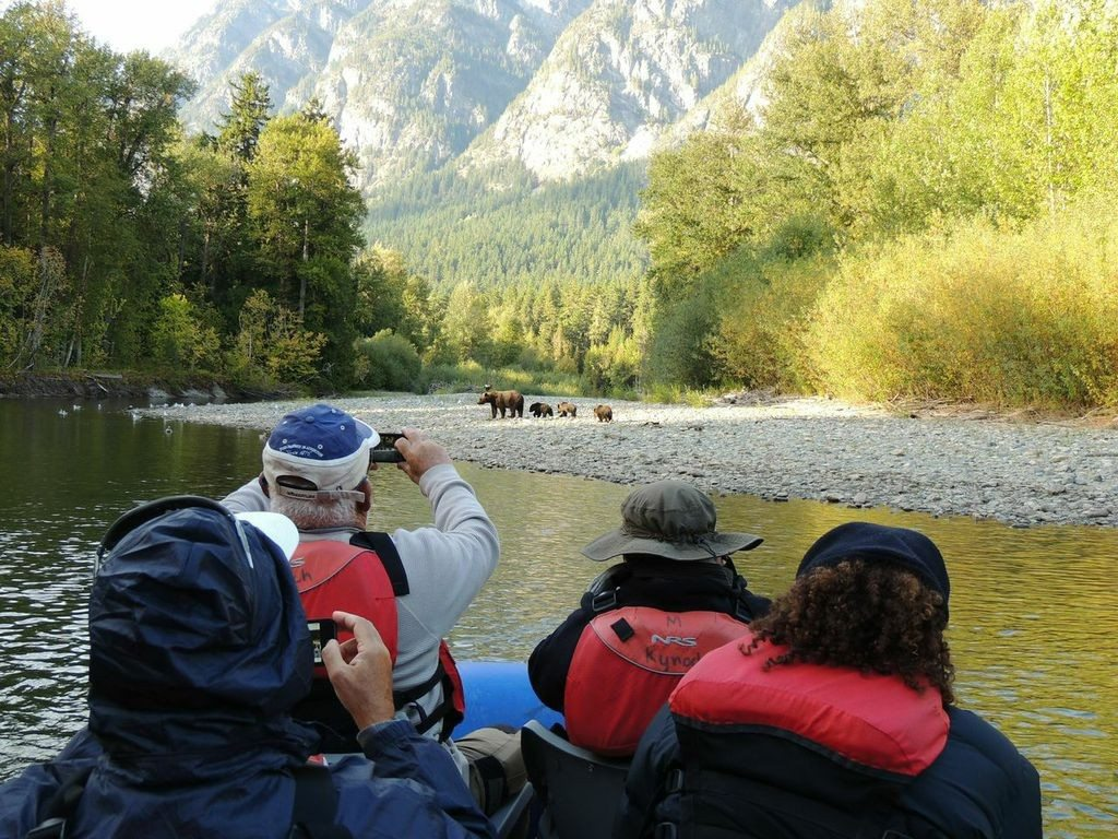 Floating down the Atnarko River , Grizzly Bear Viewing with Yoho Adventures